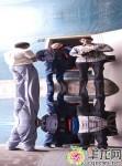 九龙坡区一公厕内安装哈哈镜,给市民带来如厕乐趣。